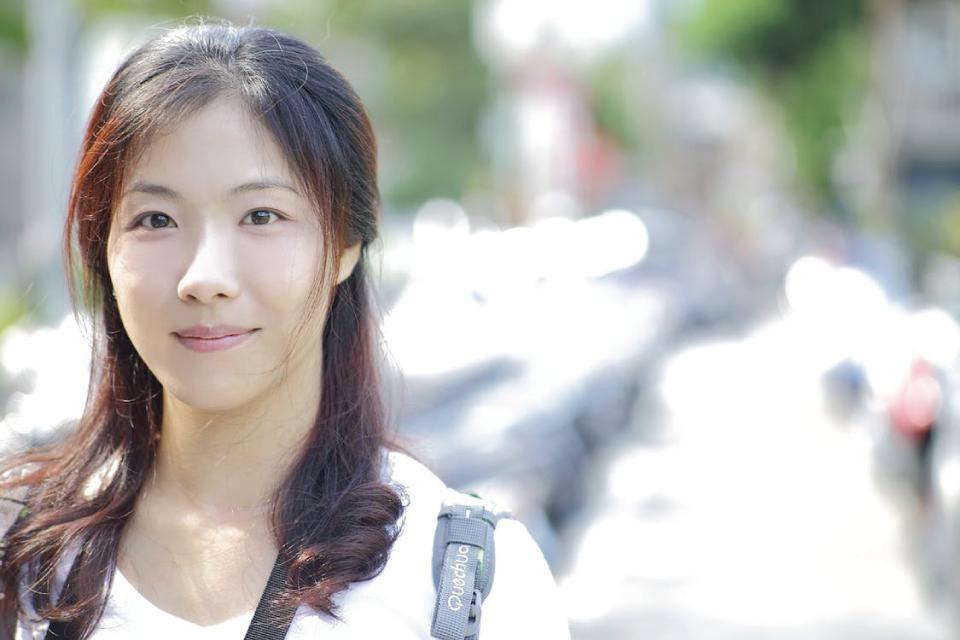 日本人女性が働く姿